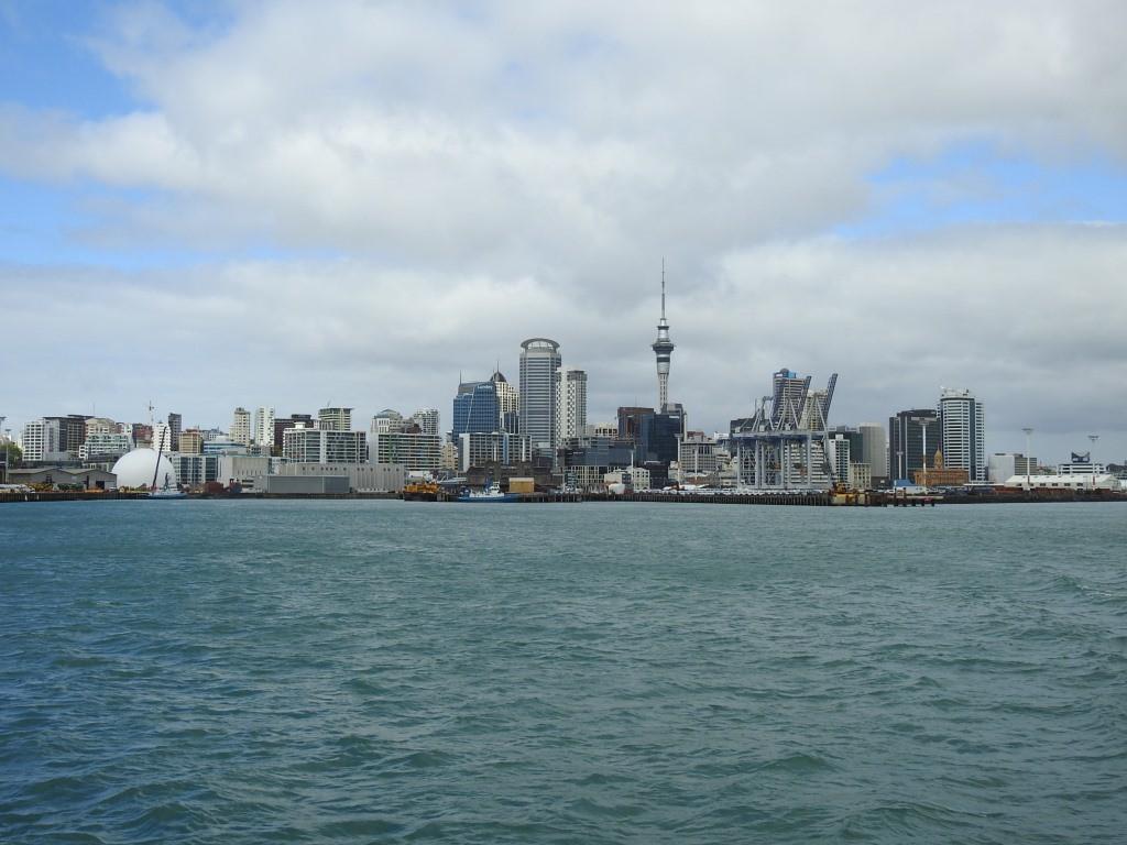Skyline vom Hafen aus