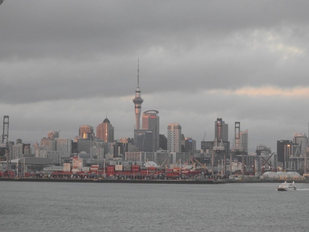 Auckland bei Sonnenaufgang